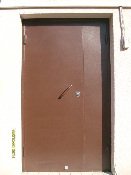 поставить недорогую железную входную дверь